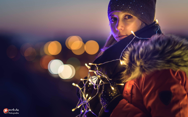 snrb-fotograf-raunheim-nacht-lichter-lichterkette-janina-people-portrait-stefan-raab
